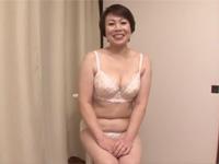【初撮り熟女】ぽちゃ五十路熟女がベロチュー中出しセックスで大変ご満悦!宇野未知子