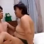 【無修正】ぽちゃ段腹な六十路還暦熟女とセックス!japanese bbw granny cam shot 50 plus