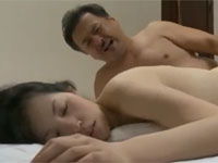 【ヘンリー塚本】熟年アベックが帰宅時に待ち伏せした男達に捕まり女は注射され輪姦される