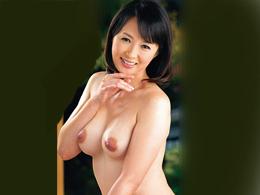 夫と子供が留守の日にセフレを自宅に呼んで濃厚セックスしちゃう五十路妻 安野由美