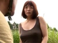 【FA・ヘンリー塚本系】巨乳熟妻は山中での不慮の事態に現地の男に体を差し出し助けを乞う