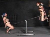 【無修正】拘束され逆さ吊りやシーソーで凌辱されるM女