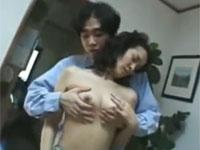 【無修正】四十路熟母と息子が台所で禁断の近親相姦関係に! hot japanese mom xvideos