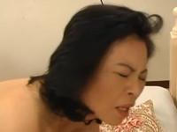 【無修正】息子のパンツでオナってた五十路熟母と近親相姦セックス!japanese mature aunt and boy fantasy xvideos