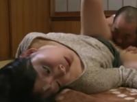 【ヘンリー塚本】ダメ男好きな熟女はDV男に殴られ舐められ挿入され不覚にもトロけてしまう
