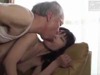 【ながえSTYLE・ヘンリー塚本系】SEXレスな美人妻は言葉巧みな八十路爺に体を許し情熱的なセックス