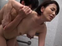 【高齢熟女】内原美智子 60歳を超えてなお美人な母が我が子に欲情してしまいセックス!