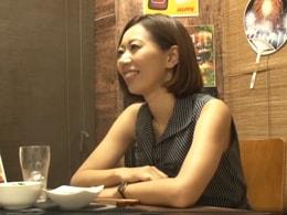 【人妻ナンパ】相席居酒屋で一人飲みのスレンダー妻をお持ち帰りセックス!