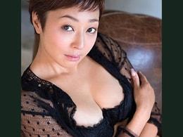 元芸能人のおばさんがザーメンをドクドクと流し込まれる! 小松千春