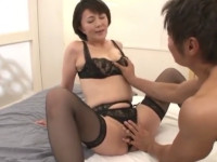 円城ひとみ セールス熟女黒下着で枕営業中出しセックス!奥様に下着いかがですかぁ?