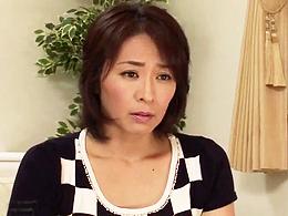 息子の多額の借金のカタにフィストファックされる40代美熟母! 矢部寿恵