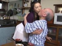 管野しずか 熟女が八十路爺の義父の介護に口移しでお粥あげたら調子に乗って…