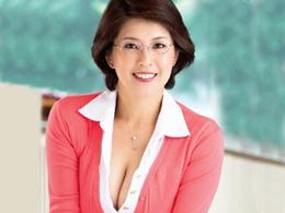 勉強を頑張れば頑張るほど何度でもヤラせてくれる爆乳のおばさん家庭教師 笹山希