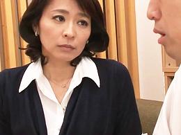 生徒のデカチンの虜になってしまった四十路の美人女教師 矢部寿恵