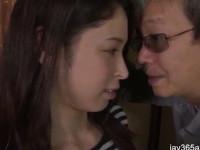 【ヘンリー塚本】刑務所を昨日出た男が元妻の連れ娘を訪ねお互い求め合う激しいセックス