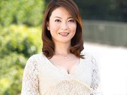 【初撮り人妻】デカ乳首のキレイな四十路マダムが恥じらいつつAVデビュー!