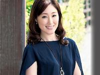 【初撮り熟女】貧乳スレンダーの35歳、保育士の熟女妻がド緊張初AV出演! 沢田桜