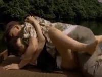 【ヘンリー塚本】田舎熟女は我が子を待たせ不倫相手の車に乗り湖畔で青姦不倫