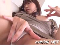 【無修正】 巨乳美熟女エロいオナニーそれを見ていた男二人相手に3P! messy milf dangles two large cock and balls on her lips xvideos
