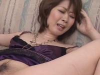 【無修正】美人熟女のマ○コとアナルに同時に太いバイブ挿れてピストンしてみた asian milfs toys do wonders on her pussy thanks to stud xvideos
