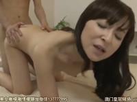 香澄麗子 五十路熟女が我が子の友人と熱い仲になってしまい記念日に中だしセックス