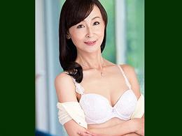 息子の友達を家に招き入れる超美形で淫乱な四十路母! 香澄麗子