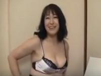 【無修正】四十路の段腹素人熟女とセックス最後は中出し! japanese grandmother gets a creampie xvideos