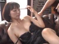 【無修正】黒セクシー下着の熟女がソロプレイから男優とセックス! superb solo by lingerie model izumi manaka xvideos