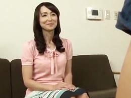 お手伝いで来てくれている四十路のキレイな家政婦をハメたったw 香澄麗子