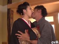 【無修正】高級花魁風な美熟女と和服セックス! concupiscent mom with shaved pussy takes large cock in throat xvideos