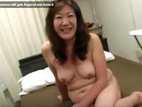 【無修正】五十路素人熟女をクンニしたらヌレヌレでイッちゃった!horny japanese milf gets fingered and loves it xvideos