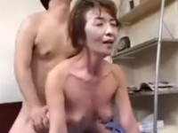 【無修正・高齢熟女】 六十路の婆ちゃんマッサージしてたらムラムラしてセックス!