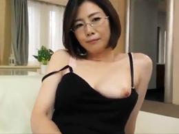 四十路のキレイなセックスカウンセラーが自らの体を使って性の悩みを解消する 竹内梨恵