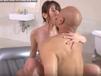 【無修正】巨乳美ボディ波多野結衣がソープマットプレイで見事な騎乗位!busty wife yui hatano gets nasty on a really tasty dick xvideso