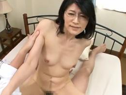四十路おばさんの家庭教師が淫語で迫ってきたので思わず中出ししたったw 古川祥子