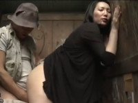 【ヘンリー塚本】セレブ熟女がきったねぇ森の公衆便所へ浮浪者に抱かれにゆく