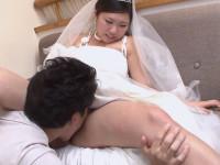 【無修正】パイパン素人熟奥様とウェディングドレスの格好でエッチする! sweet japanese woman emi koizumi swallows a hairy hard dick xvideos