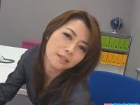 【無修正】北条麻妃 四十路の超色っぽい美熟女OLがオフィスドアップオナ! hojo toying her pussy during an office meeting xvideos