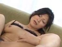 【無修正】ムッチリ熟女のどアップマ○コを電マとディルドゥで徹底攻撃! ryo sasaki receives pleasure from a huge dildo xvideos