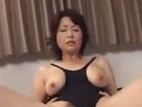 【無修正】美人五十路熟女が溺愛する息子と激しい近親相姦セックス!里中亜矢子