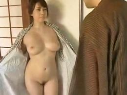 【ヘンリー塚本】温泉旅館が定宿の有名女流作家の性欲処理!