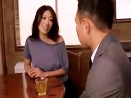 家庭訪問中の息子の担任を喰っちゃう巨乳母 小早川怜子
