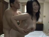 【ヘンリー塚本】妻の母さんがスキモノで媚薬を使ってまで俺とセックスしたがる!