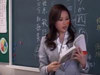 【ヘンリー塚本】熟女教師の性生活 パンツを履かず生徒を指導しその後マスをかく