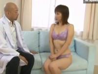 【無修正】性の悩み相談の四十路熟女をドクターがバイブ突っ込んで実験!Miho Wakabayashi and dildo