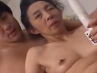 【無修正・高齢熟女】六十路のおばあちゃんとバイブでセックス!xvideos