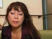 【無修正】ゴージャス素人五十路美熟女フェラからパンツ脱がして戦闘開始 Mature Woman Giving Blowjob Fucked Fingered While Squirting By Young Guy On The xvideos