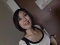 【無修正】ネットで知り合った四十路ショートの美人奥様がカメラの前でオマ○コ丸出し!