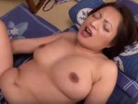 妻の五十路お母さんと深い関係になってしまい爆乳を堪能するセックス 大川直子
