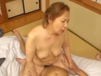【高齢熟女】還暦六十歳を超えたお婆ちゃんがマゴと回春セックス!